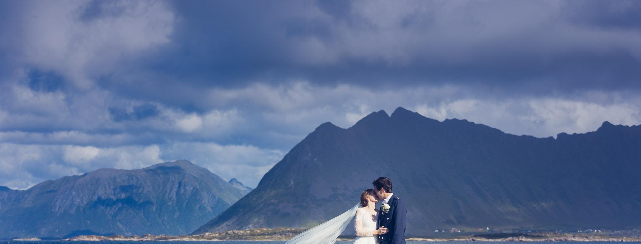 Bryllupsfotografering-lofoten-heldags-fjell-24