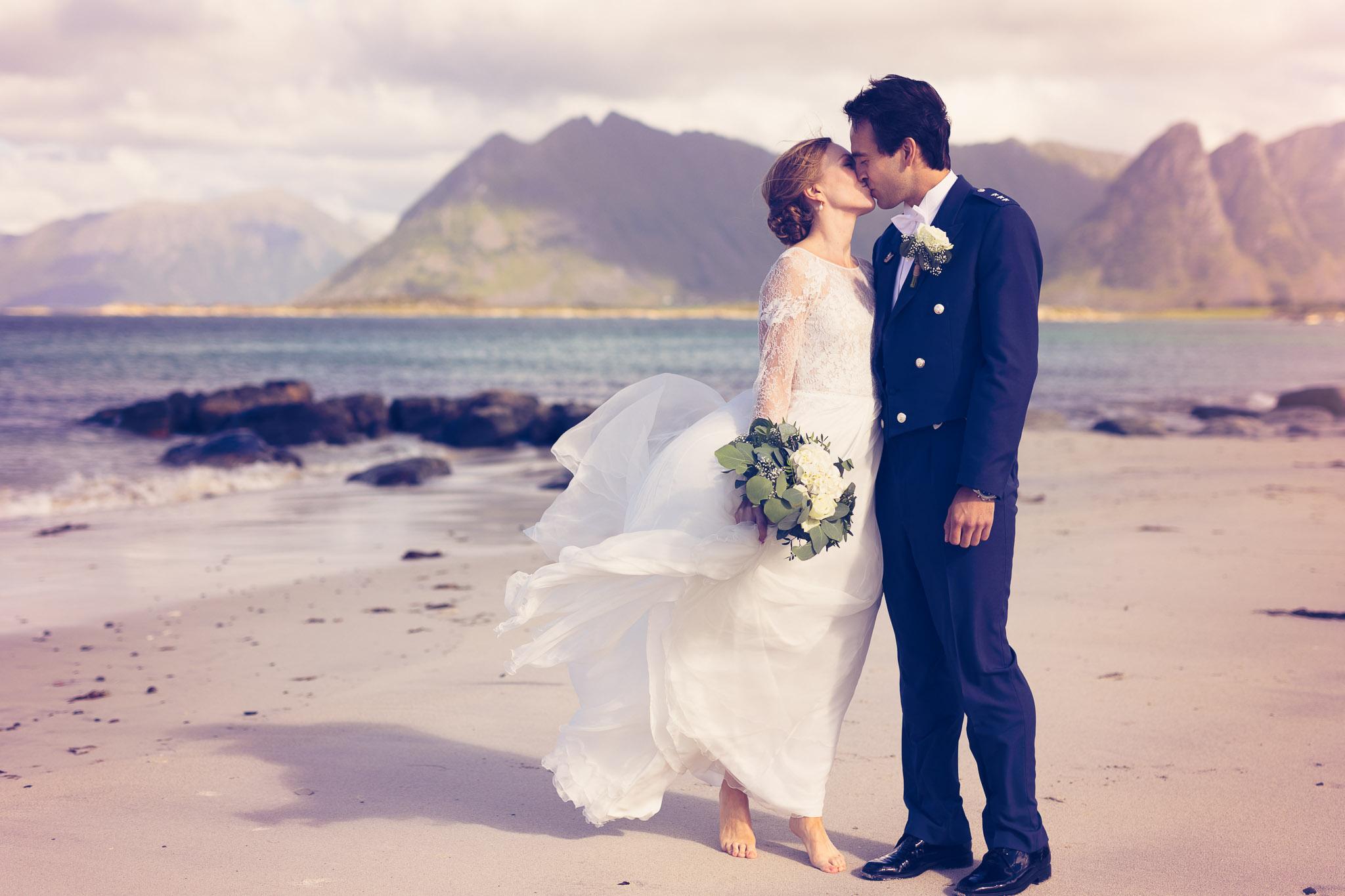 Bryllupsfotografering-lofoten-heldags-fjell-25
