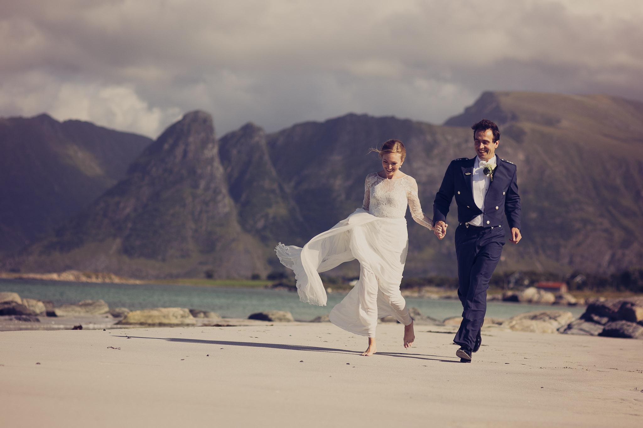 Bryllupsfotografering-lofoten-heldags-fjell-29